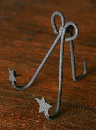 "Black Iron Folk Star - Foldable Frame/Plate  Holder - 4 1/2"" H"