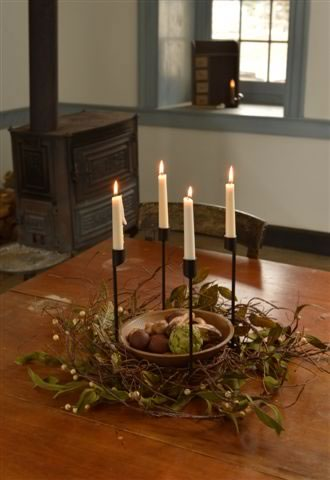 Colonial Iron Centerpiece Light