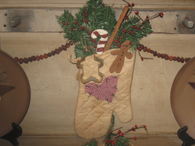 Gingerbread Man Pot Holder/Mitt-gingerbread men, gingerbread men decor, primitive pot holders, mitts, country, Christmas decor, seasonal,